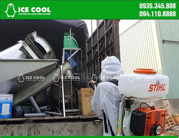 Phun thuốc khử khuẩn xe vận chuyển máy đá viên ICE COOL